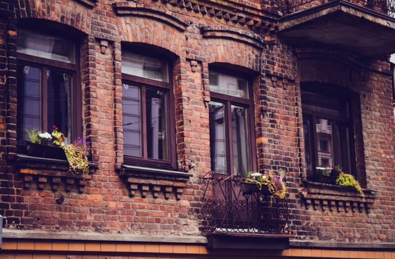 ancient-architecture-balcony-building