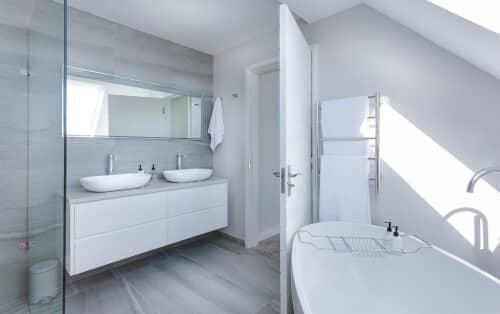 salle-de-bain-blanc